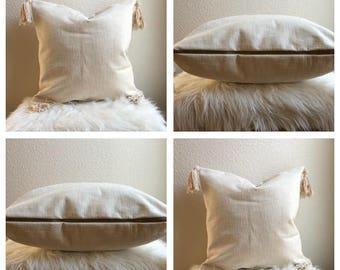 Linen Pillow with handmade Tassels