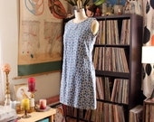 vintage embroidered denim dress . 1990s daisy sun dress . womens size small