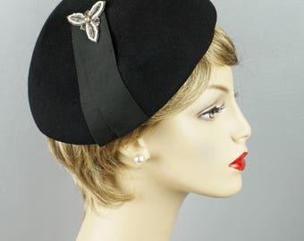 Vintage 1960s Hat Black Asymmetrical Band Beret
