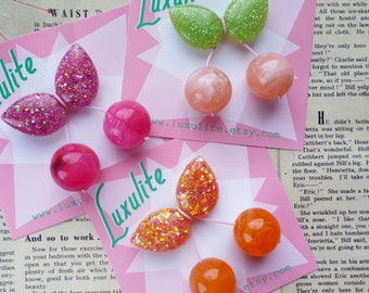 Super cute handmade sparkly confetti 1940's 50's style mini cherry brooch by Luxulite