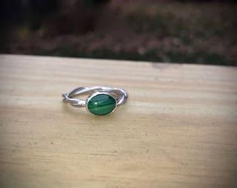 Malachite Sterling Silver Twist Band Ring. Oval malachite cabochon.