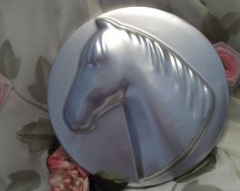 Handsome Wilton Round Horse Head Silver Toned Cake / Jello Mold -  Kitchen - Cooking - Decor - Collectible - 1974