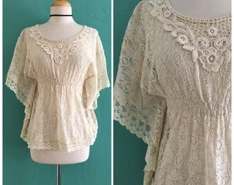 70's cream lace boho top // flutter sleeve lace top