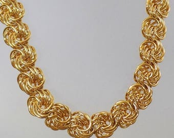 SALE Vintage Heavy Gold Tone Chain Necklace.  Heavy Bold Gold Swirl Link Chain Choker.