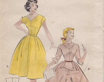 Butterick 6559 / Vintage 50s Sewing Pattern / Dress / Size 14 Bust 32