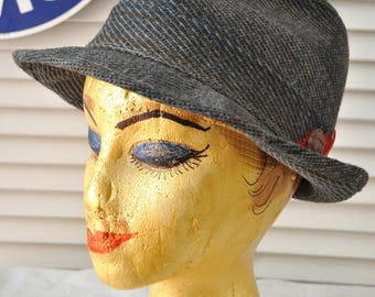 """Vintage Mens Fedora Hat 50s 60s Gray Tweed w/button & Red Feather Trim Reemay Lined """"to keep shape"""" Costume Detective size 7 1/4 Union made"""