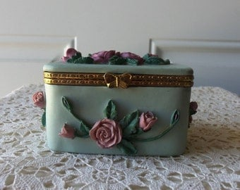 Vintage Trinket Box - Jewelry, Coins, Candy, Shabby Chic, Cottage, French Style, Display, Home Decor, Girls Room, Collectible, Gift Idea
