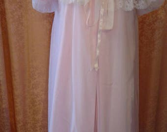 Beautiful 1960s 2pc Pink Nylon Nightgown and Robe with Gorgeous Lace Trim