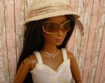 hat, in 1:6 scale, for barbie