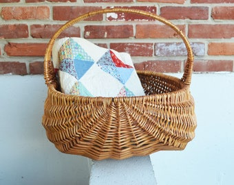 Vintage Medium Gathering Storage Wicker Basket