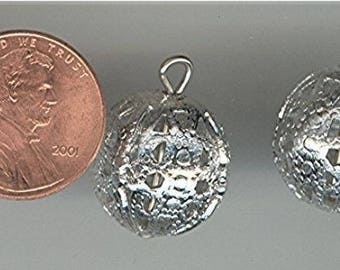 12 Vintage Silver Filigree Ball 16mm. Round Charm Pendant Beads V382