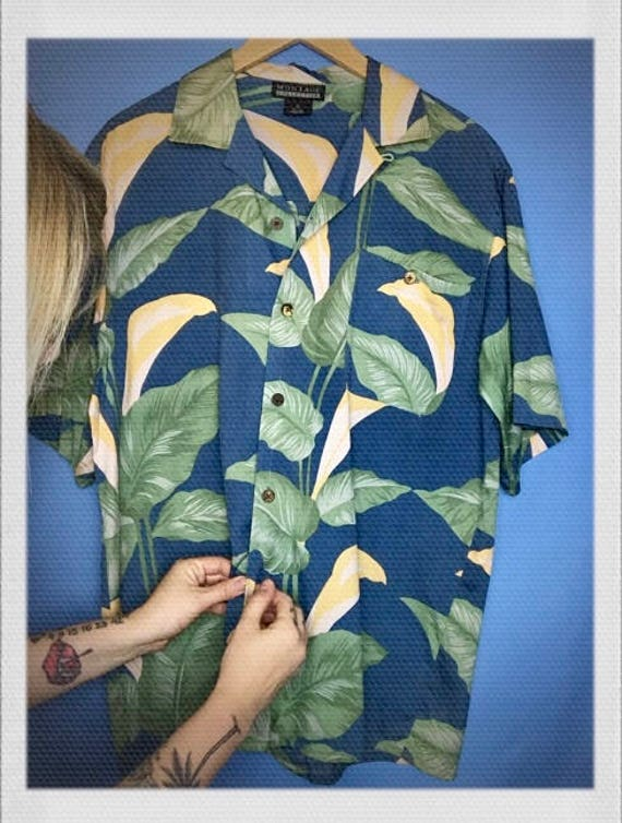"Vintage Silk Men's Hawaiian Shirt Size Medium 22"" width 29"" length"