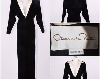 Oscar De La Renta Black Velvet Plunge-Neck Floor Length Ball Gown / Dress
