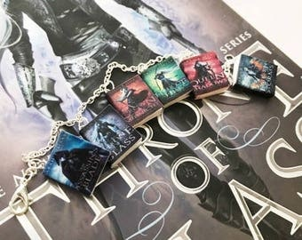 The Throne of Glass Book Charm Bracelet, Sarah J Maas Novel Bracelet // Custom Book Bracelet