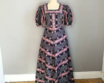 70s gypsy maxi dress / long black floral dress / 70s A line maxi dress / gyspy maxi dress / vintage bohemian maxi dress / size UK 10