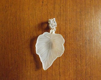 pretty silver white leaf 35 x 25 mm