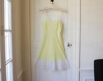 Vintage babydoll 60 s pale yellow white lace pin up babydoll pastel french vintage lingerie light yellow lemonade 60s babydoll - Size S