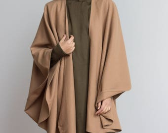1970s Minimalist Camel Wool Cape // One Size
