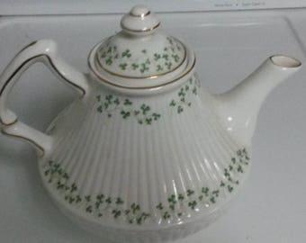 Teapot - Royal Tara Trellis Shamrock with Gold Trim