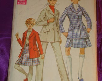1960s 60s Vintage Mod Hip Length Hacking Jacket Pleated Skirt High Waist Cuffed Pants COMPLETE Simplicity Pattern 7992 Bust 36 US 92 Metric