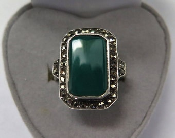 Art Deco Ring Statement Ring In Sterling Silver With Chrysoprase And Marcasite Size M 1/2 USA - 6 1/2