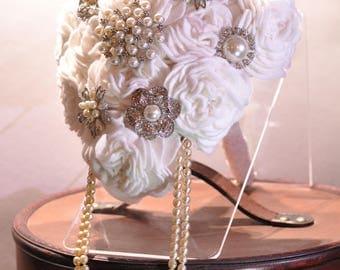 Tear drop felt brooch bouquet / pearl bouquet / everlasting bridal flowers / white rose bouquet / sparkle wedding flowers / bling bouquet