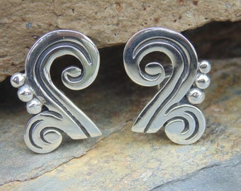 Maricela ~ Vintage Taxco Sterling Silver Swily Screw Back Earrings