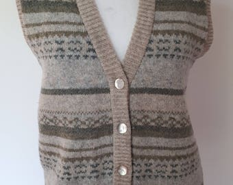 Vintage fair isle waistcoat vest by Country Collection beige green pure new wool Knitted vest size medium to large