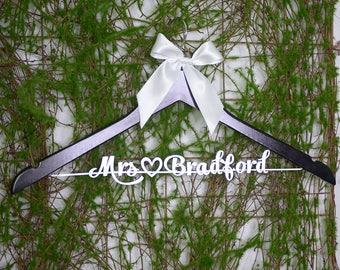 Clothing Gift, Personalized Wedding hanger, Bridal Hanger, Dr. Graduation, College Graduation, Gift for sister, Bridesmaid Dress, vet0014