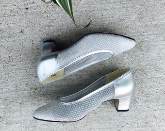 metallic and mesh chunky heel pumps - vintage silver leather pumps - square heel pumps - modern silver heels - womens size 7 - eur 37