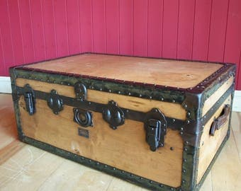 TRUNK COFFEE TABLE Vintage Steamer Trunk 30s Art Deco Travel Trunk Storage Chest with Original Interior