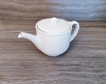 Nantucket Tea Pot, Basket weave design