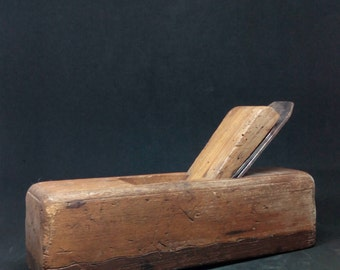 Antique wood plane / carpentry tools / 1930