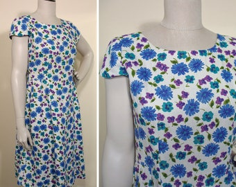 Vintage 1950s White, Blue and Purple Floral Rayon Summer Day Dress SZ M