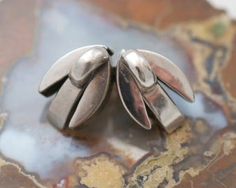 Vintage Silver Tone Metal 1940's Abstract Modernist Tulip Clip on Style Earrings ....6322