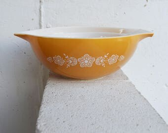 Large and Small Butterfly Gold Pyrex Mixing Bowls