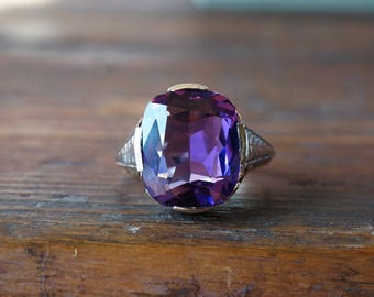1930s 14K Vintage Cushion Cut Amethyst Ring in Two Tone White & Yellow Gold Filigree Mounting