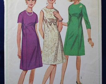 Vintage Sewing Pattern for a 1960's Dress in Size 14 - Simplicity 6725