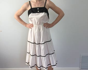 Vintage 1960's White and Black Tiered Dress / 60's Dress Size Small / Unbranded Polycotton / Made in USA / Paris-Inspired Dress
