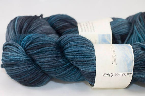Hand Dyed Dk Superwash Merino Yarn, Lakehouse Blues Colorway, Multi-colored Blue Kettle Dyed Blue Yarn.