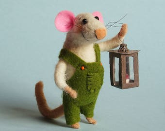 Needle felted Mouse with lantern. Dollhouse Mouse. Dressed Mouse. Gift Felted ornament. Felting dreams. Cake topper. felt mice. Tiny lantern