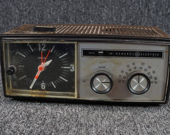 "General Electric ""Superheterodyne"" Clock Radio"