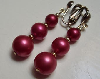 Vintage 1970's Fun Pink and Gold PLASTIC BEAD Dangle EARRINGS 5cm long clip on - 1960s Mod Girl Jewelry - 1970s 1980s Glam Disco Jewellery