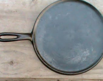 Vintage early Wagner Ware  Sidney Ohio number 8H Cast Iron griddle