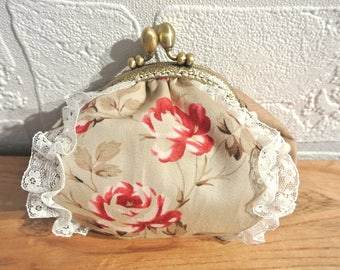 Coin purse Schabby chic beige and taupe with antique clasp