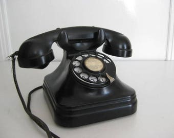 Vintage Dutch black bakelite phone with dial.