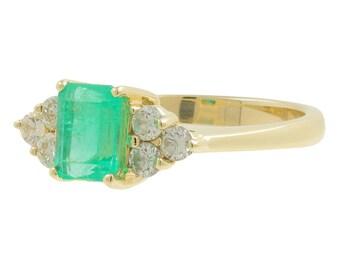 Ladies Vintage Estate 14K Yellow Gold Green Emerald Gemstone & Diamond Accent Ring