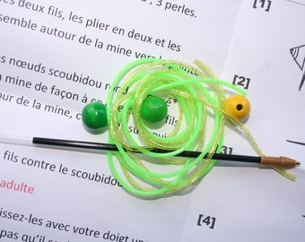 Glittery green and yellow plastic pen Kit + beads