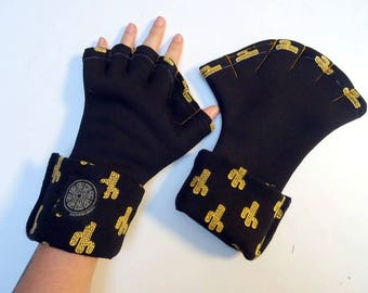 Black sweatshirt and yellow cactus webbed adult mittens