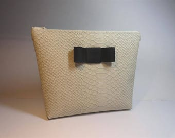 Kit wallet imitation leather reptile ecru with black grosgrain bow